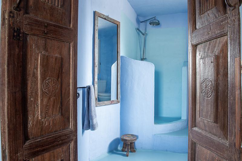 Casa di sale yoga resort Carloforte. stanza 2, scorcio del bagno