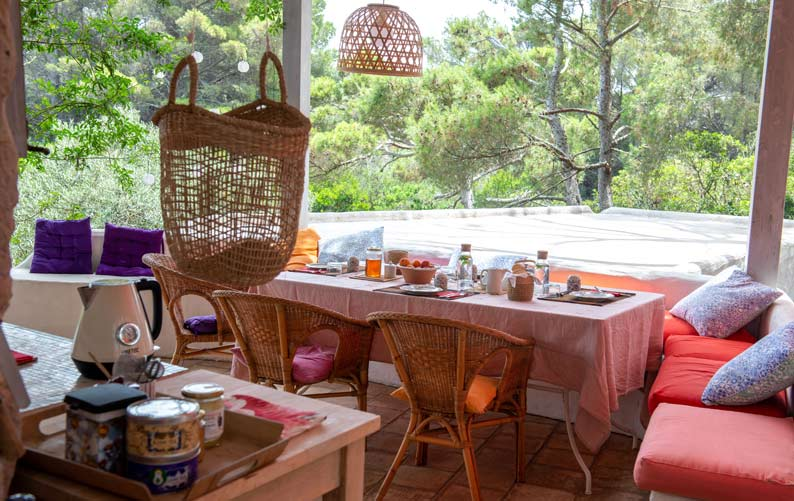 Colazione in terrazza a Carloforte, Casa di sale yoiga resort