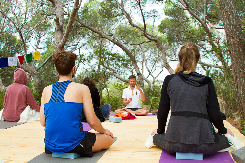 Agus Burton e Casa di sale Yoga retreat a Carloforte
